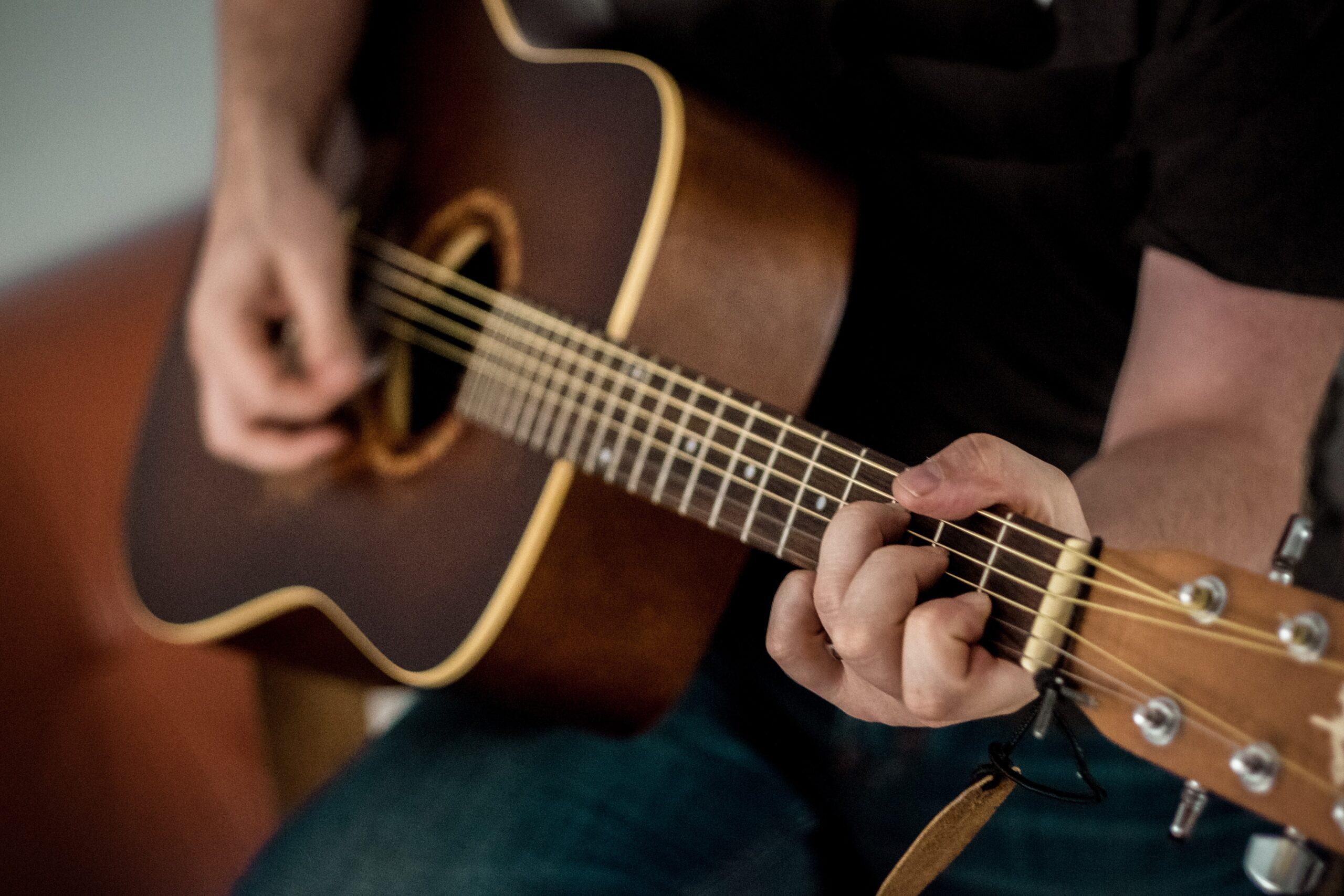 Основы ухода за гитарой: общие принципы и чего стоит опасаться