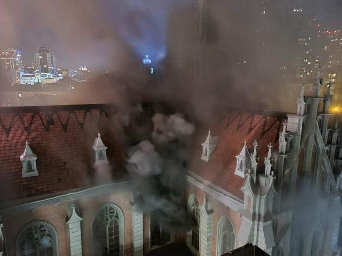 В Киеве случился пожар в костеле Святого Николая. Уничтожено орган.